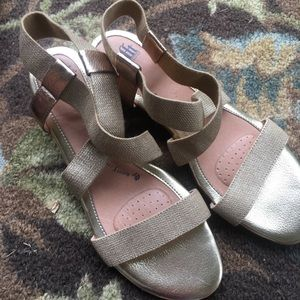 Sofft Gold Strappy Sandals Size 8 1/2 $25